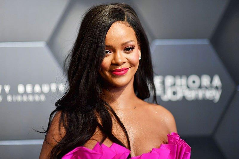 Rihanna did tattoo brows