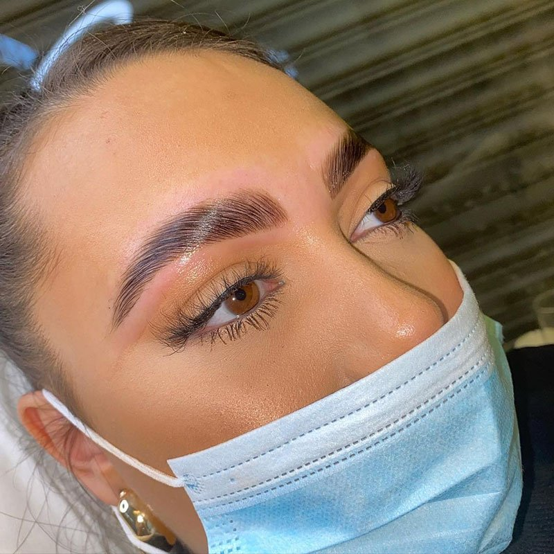 Eyebrows lamination treatment