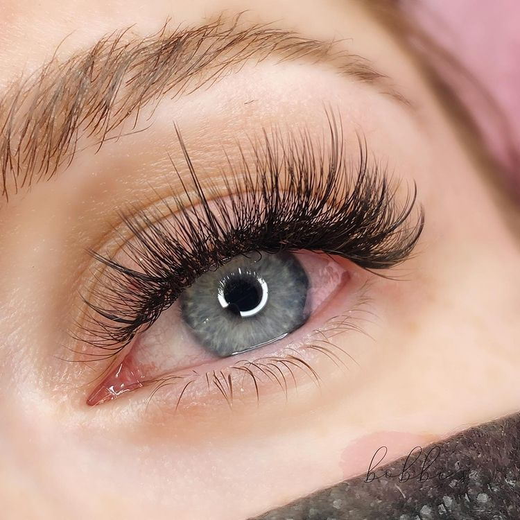 Eyelash Extensions: The Ultimate Guide by PMUHub