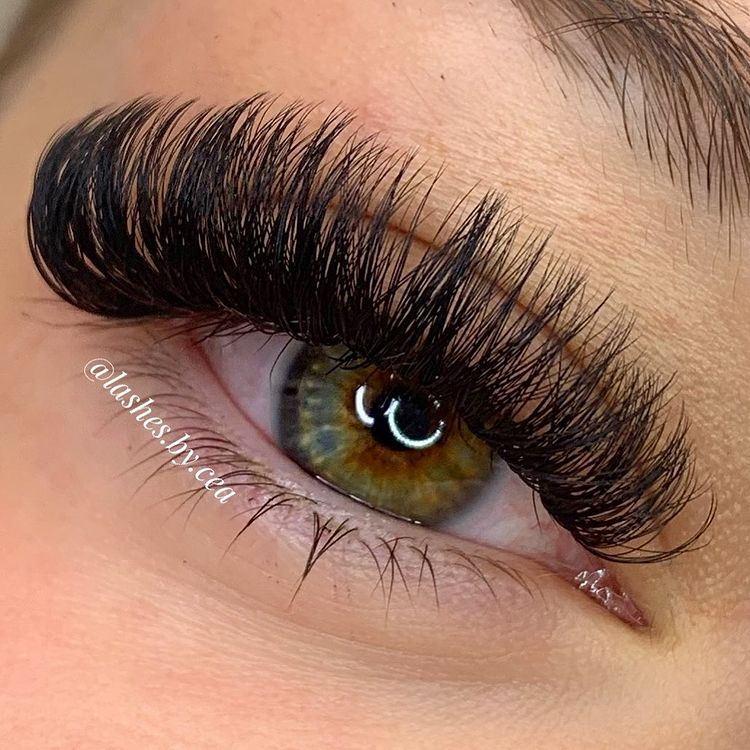 Can I Wear Mascara on My Russian Volume Lash Extensions?