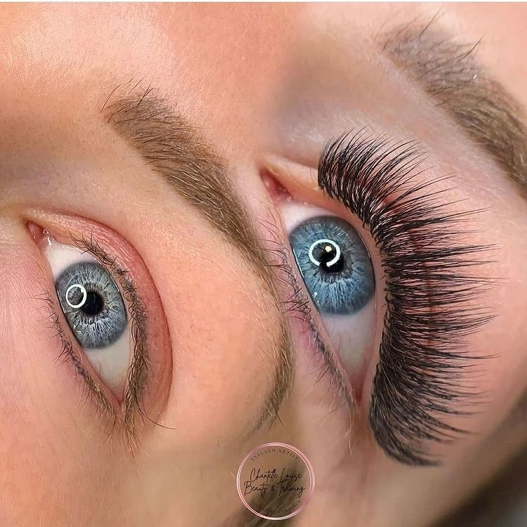 How Do I Choose an Eyelash Extensions Salon Based on the Price?