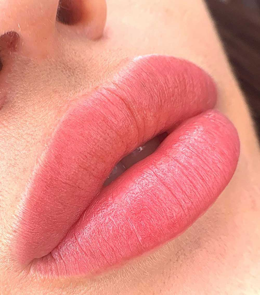 Aquarelle Lips technique gives a blended effect inspired by watercolor paintings
